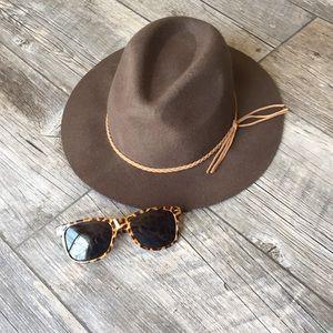 Accessories - Brown hat